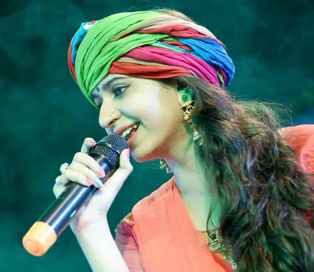 Kinjal Dave gets High Court nod to sing and upload her most popular number Char, Char Bangadiwali
