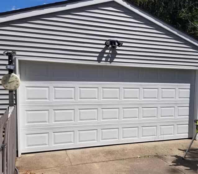 Complete Garage Doors Near Watermark Ct Se Watermark Dr Se Mi